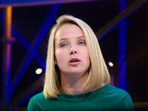 Ex CEO de Yahoo lanza su propia startup de IA. Noticias en tiempo real