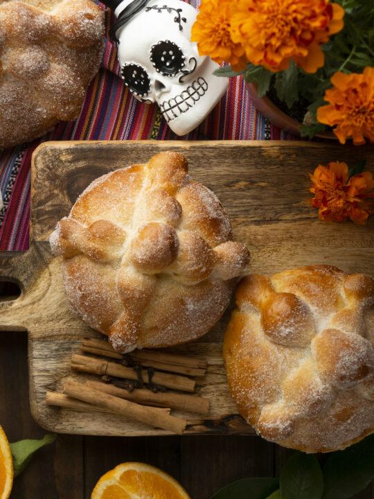 Toks y Mujer Ejecutiva te regalan pan de muerto